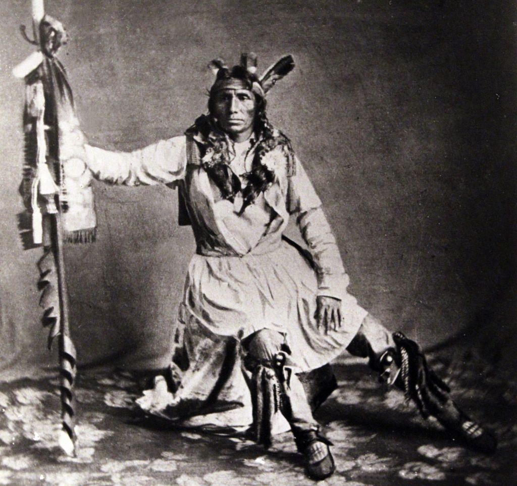 a history of little crows war in the united states Joe medicine crow, the respected american indian historian and  historian ken  burns told medicine crow's story in his 2007 documentary the war  crows'  tribal historian, lecturing widely on the battle of little bighorn,.